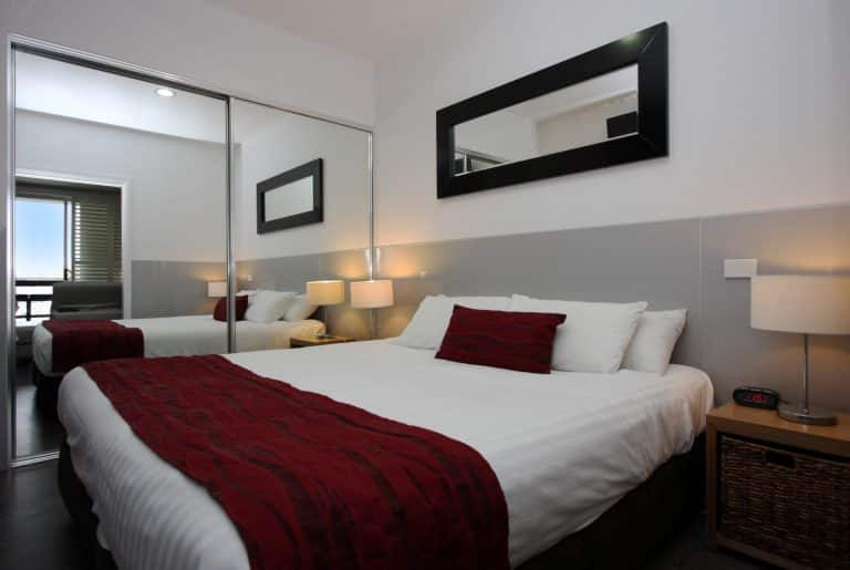 Honeysuckle Executive Apartments - https://www.newcastleapartments.com.au/wp-content/uploads/2019/01/Bedroom-1-768x515-1.jpg