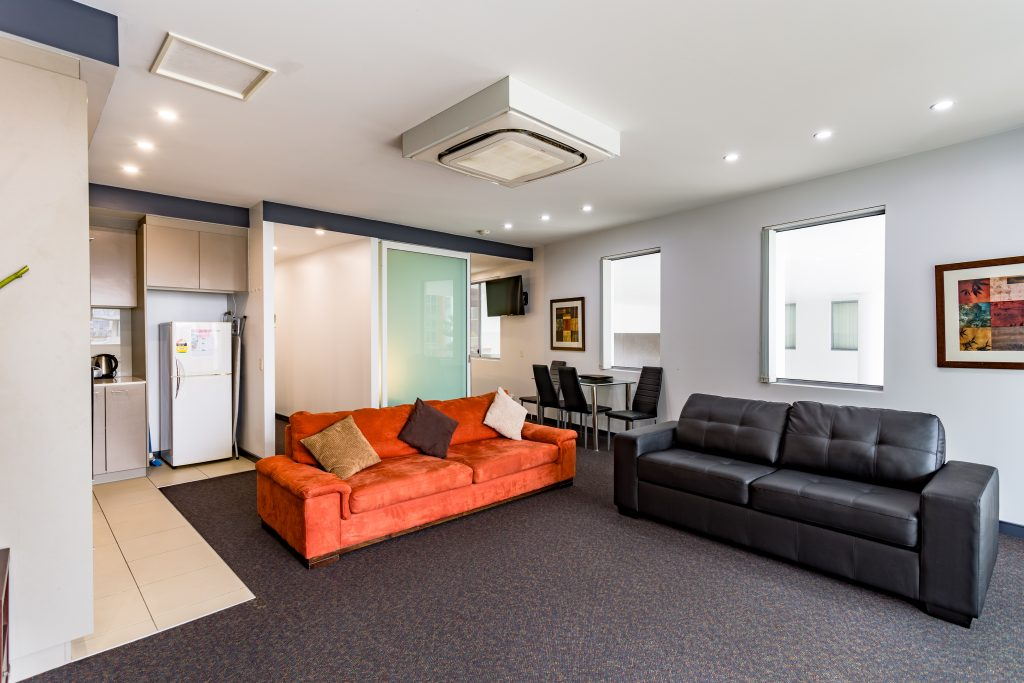 Honeysuckle Executive Suites - https://www.newcastleapartments.com.au/wp-content/uploads/2019/01/Eastwharf-33-of-48-1024x683.jpg