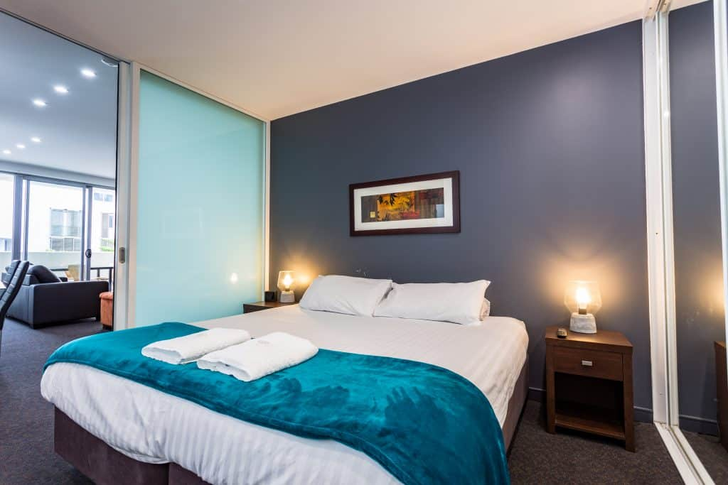Honeysuckle Executive Suites - https://www.newcastleapartments.com.au/wp-content/uploads/2019/01/Eastwharf-36-of-48-1024x683.jpg