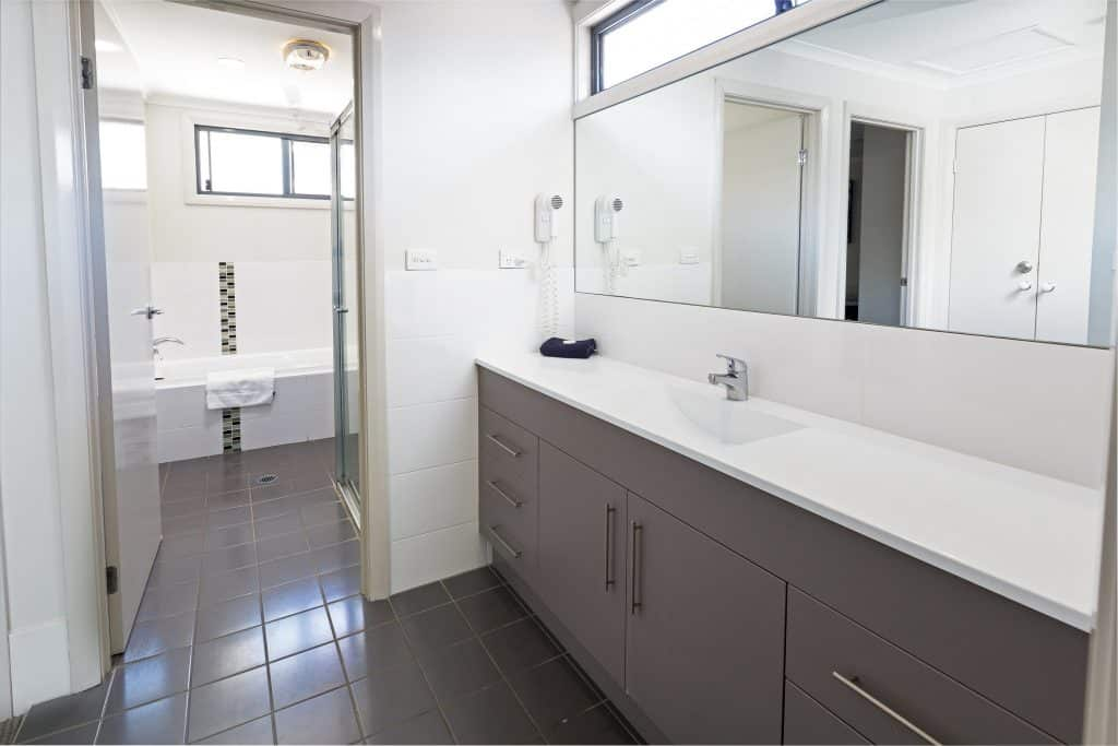 Cardiff Executive Apartments - https://www.newcastleapartments.com.au/wp-content/uploads/2019/01/I9A1039_HR-1-1024x683.jpg