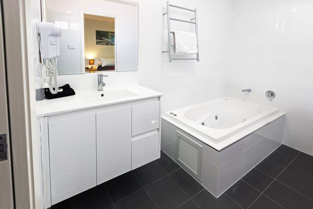 Cardiff Executive Apartments - https://www.newcastleapartments.com.au/wp-content/uploads/2019/01/I9A1160_HR-1024x683.jpg