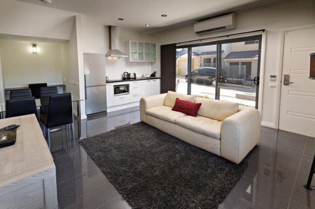 Cardiff Executive Apartments - https://www.newcastleapartments.com.au/wp-content/uploads/2019/01/Loungeroom-Pic2.jpg