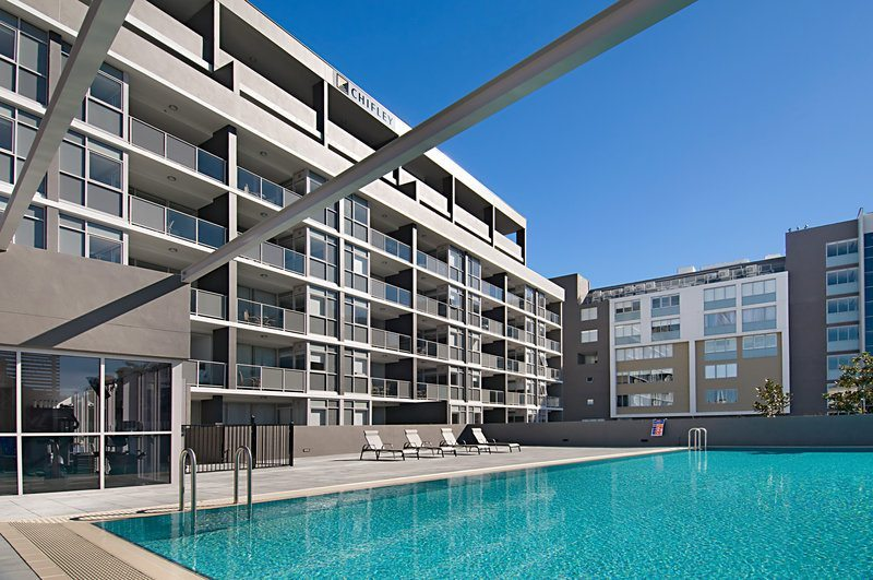 Honeysuckle Executive Apartments - https://www.newcastleapartments.com.au/wp-content/uploads/2019/01/Pool-2.jpg