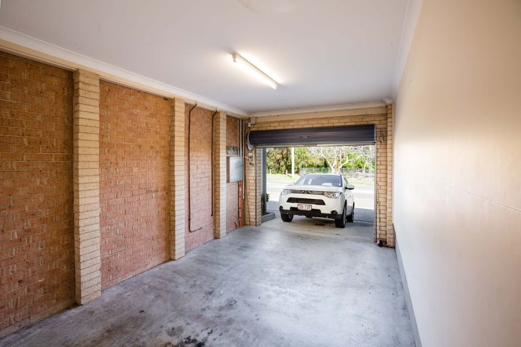 Bluegum Apartments - https://www.newcastleapartments.com.au/wp-content/uploads/2019/01/Room-4303-Garage-1024x682.jpg