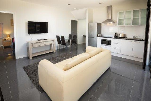 Cardiff Executive Apartments - https://www.newcastleapartments.com.au/wp-content/uploads/2019/01/Std-Loungeroom.jpg