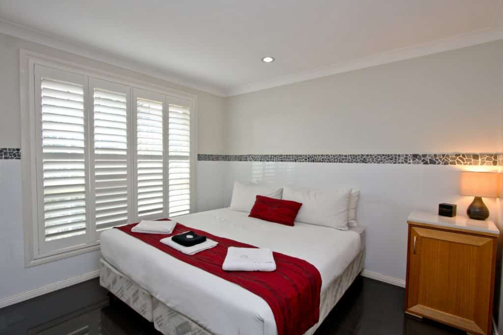 Jesmond Executive Villas - https://www.newcastleapartments.com.au/wp-content/uploads/2019/01/one-bedroom-jesmond-2-1024x683.jpg