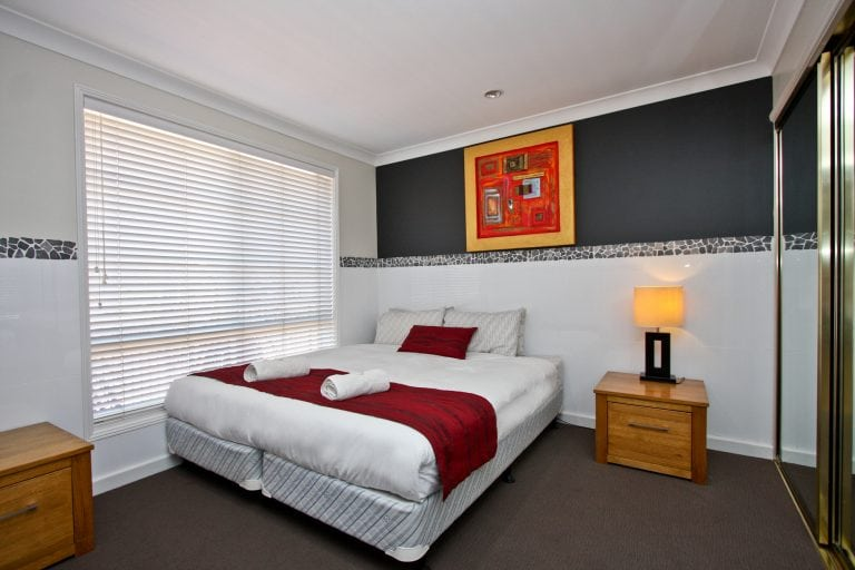 Jesmond Executive Villas - https://www.newcastleapartments.com.au/wp-content/uploads/2019/01/two-bedroom-spa.jpg