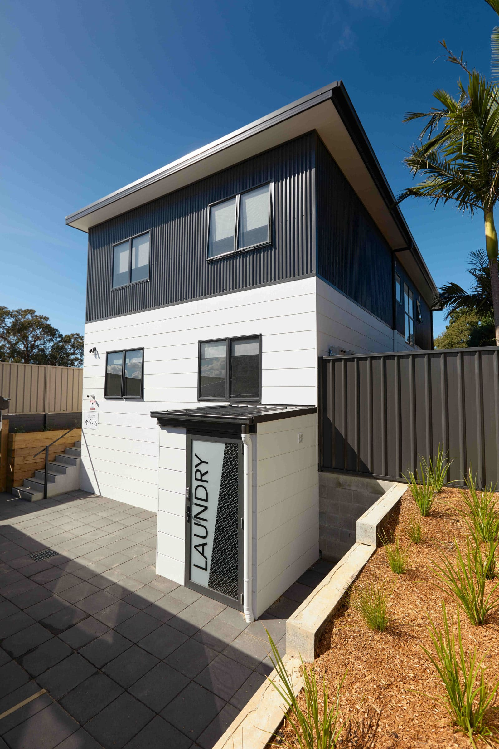 Alfred Apartments - https://www.newcastleapartments.com.au/wp-content/uploads/2019/08/AA-Laundry-2mb-scaled.jpg
