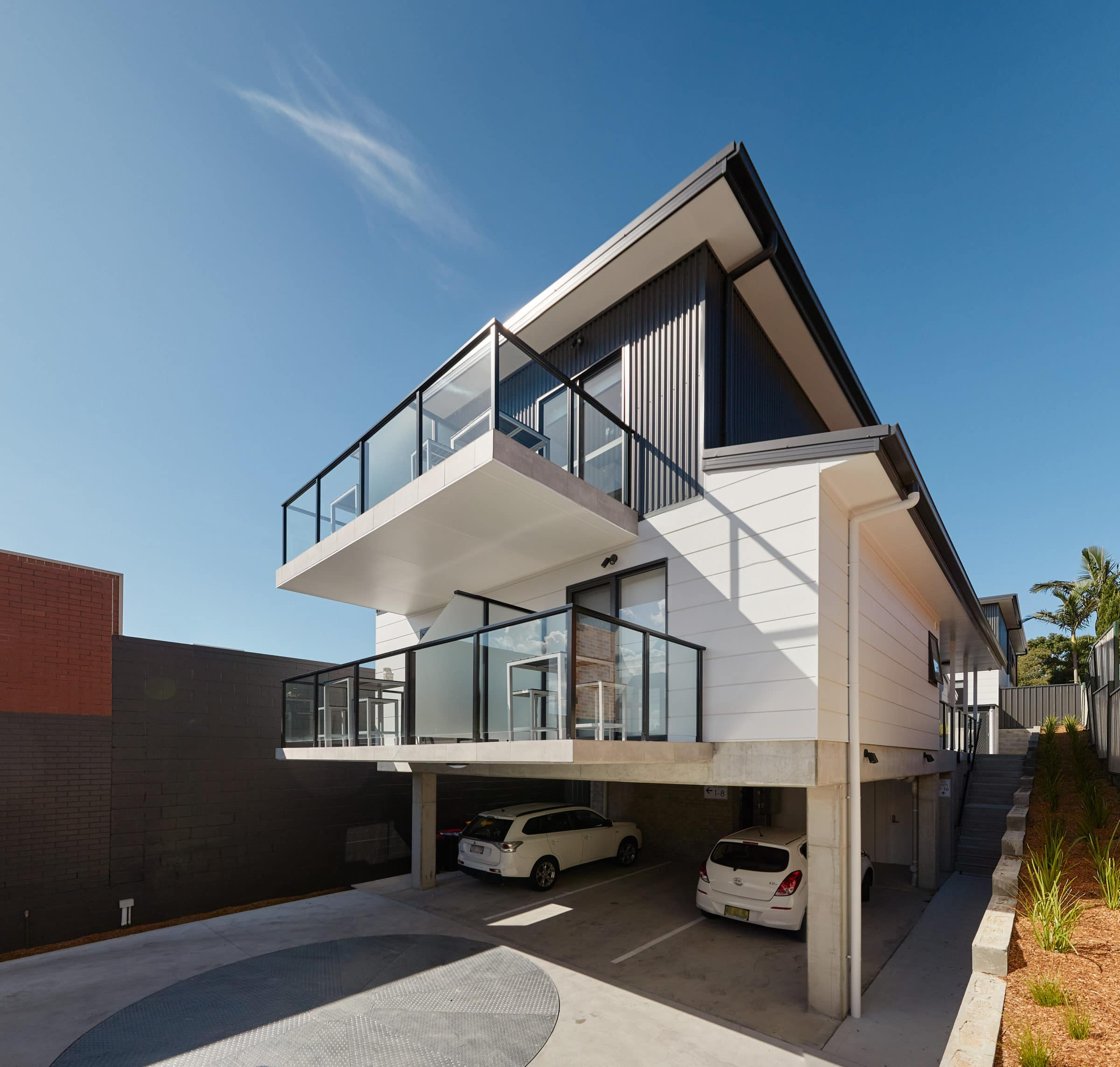 Alfred Apartments - https://www.newcastleapartments.com.au/wp-content/uploads/2019/08/side-scaled.jpg