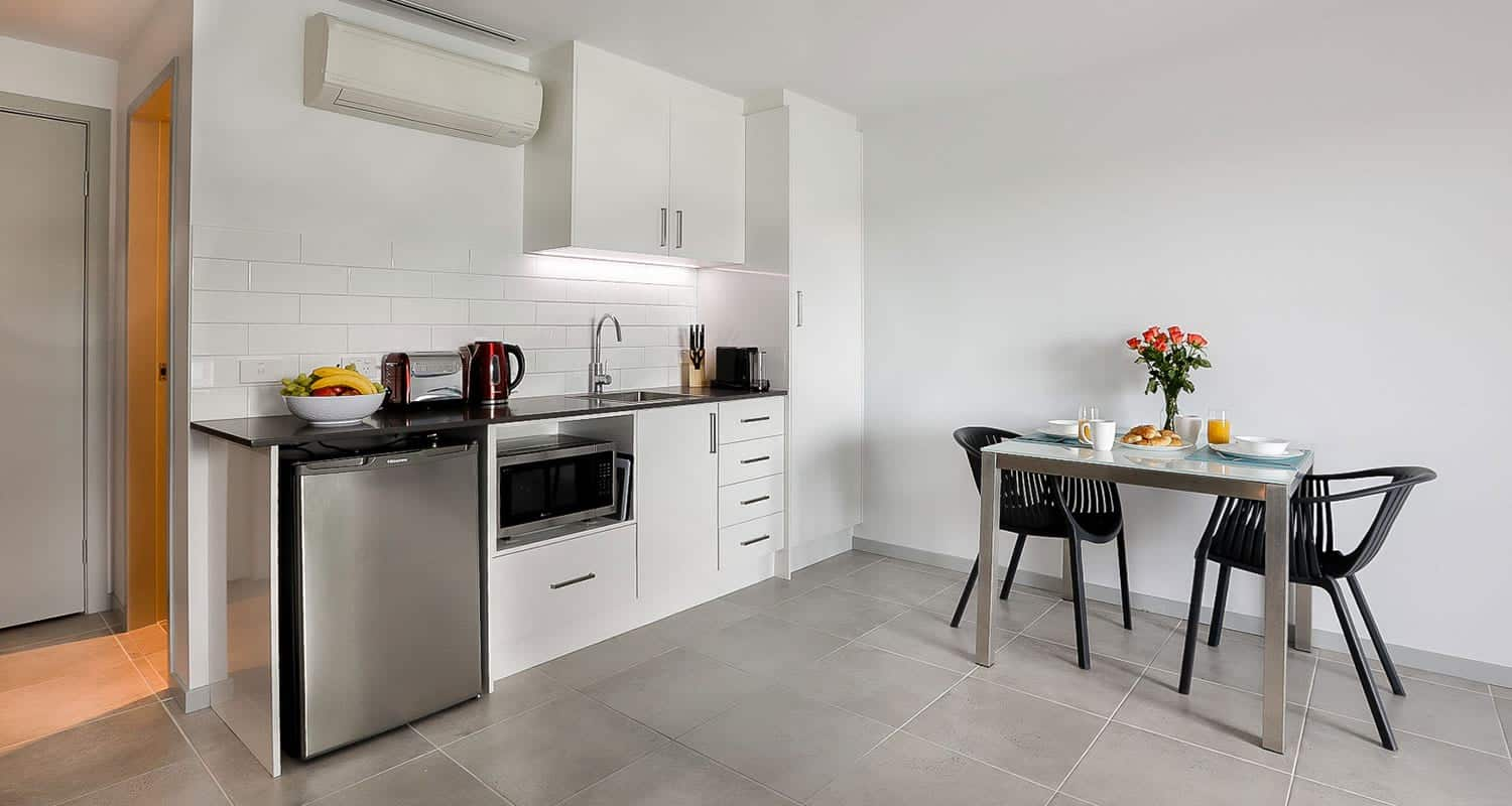 East Maitland Executive Apartments - https://www.newcastleapartments.com.au/wp-content/uploads/2020/01/dining-kitchen.jpg
