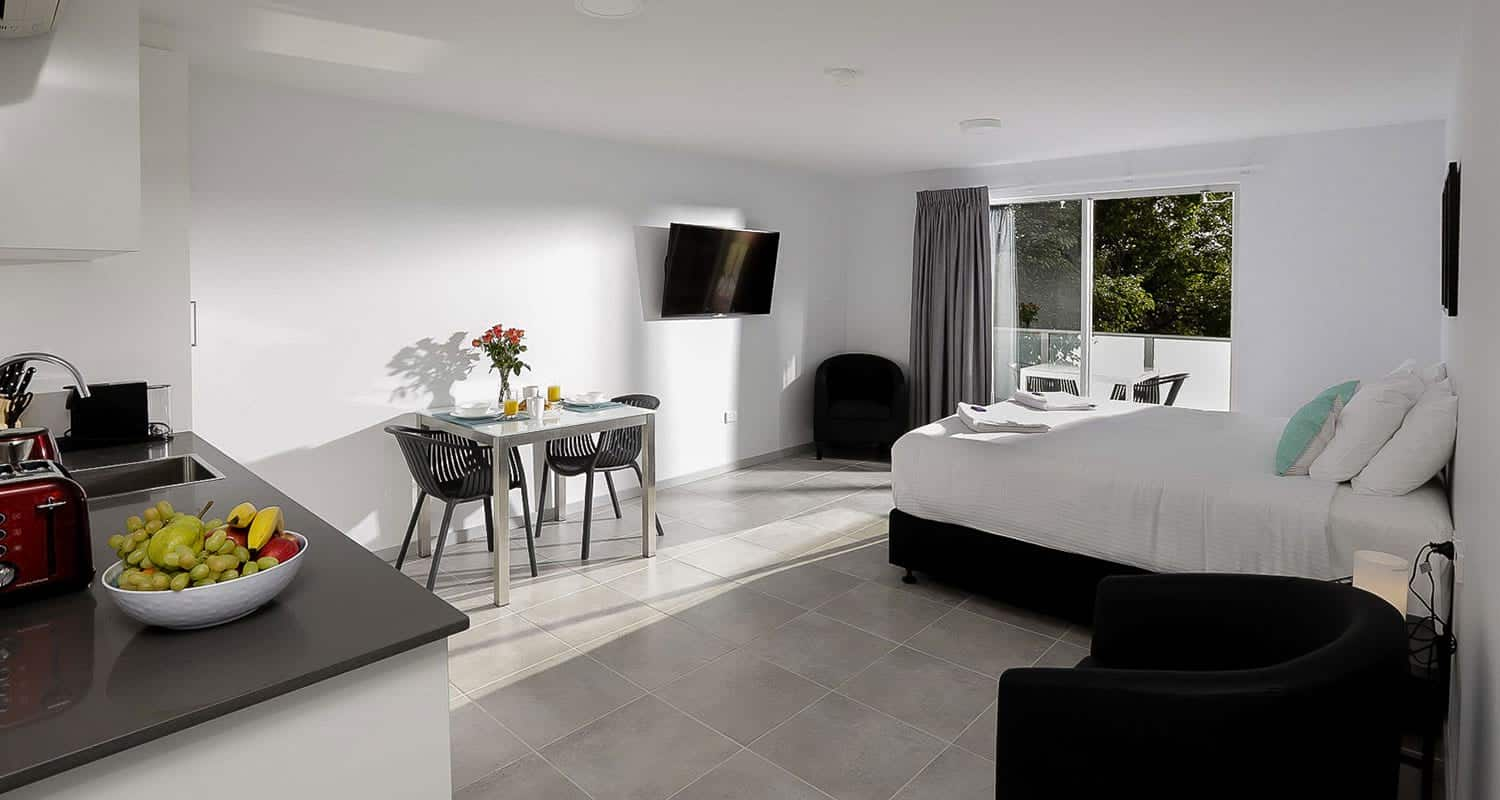 East Maitland Executive Apartments - https://www.newcastleapartments.com.au/wp-content/uploads/2020/01/living-bed.jpg