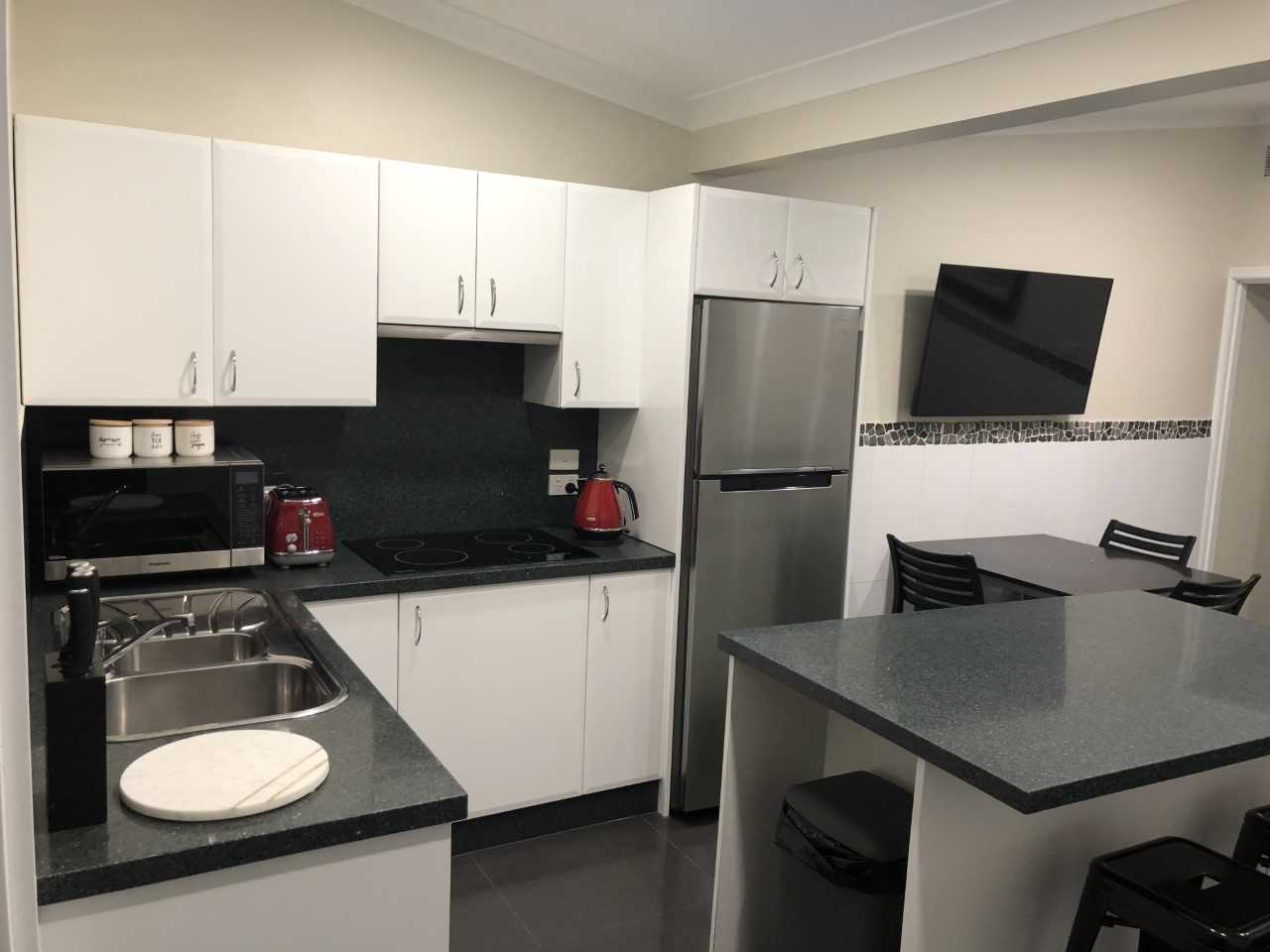 Callaghan Cottages - https://www.newcastleapartments.com.au/wp-content/uploads/2020/02/kitchen.jpg