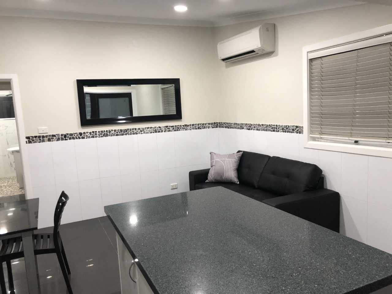Callaghan Cottages - https://www.newcastleapartments.com.au/wp-content/uploads/2020/02/table.jpg