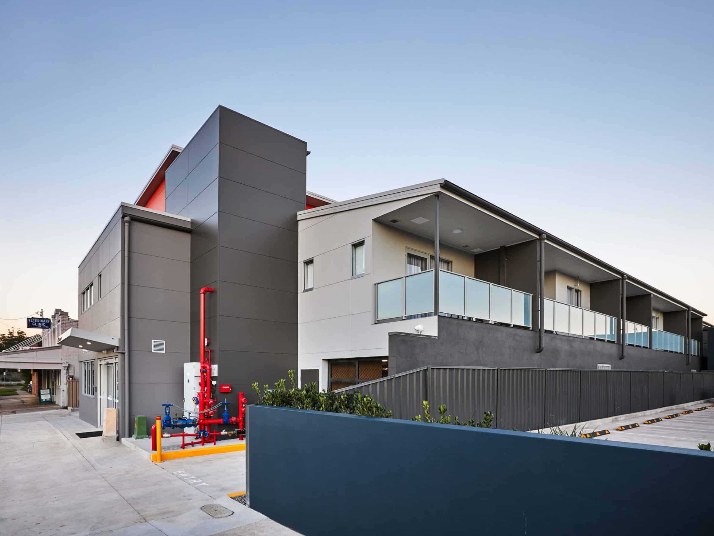 East Maitland Executive Apartments - https://www.newcastleapartments.com.au/wp-content/uploads/2020/03/exterior-side-1-scaled.jpg