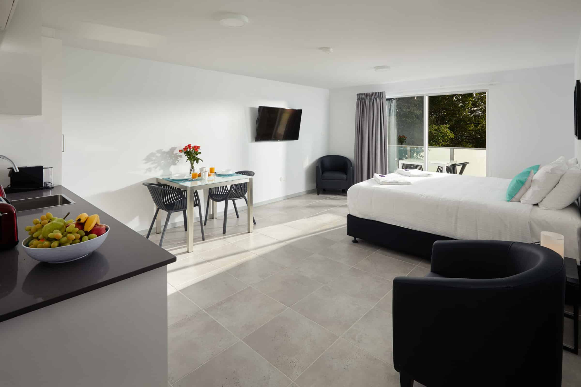 East Maitland Executive Apartments - https://www.newcastleapartments.com.au/wp-content/uploads/2020/03/living-room-1-scaled.jpg
